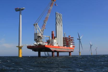 Montage mit Jack-up-Plattform Offshore-Windpark Riffgatt, Quelle: ©EWE/ Kurt-Walter Wessolek