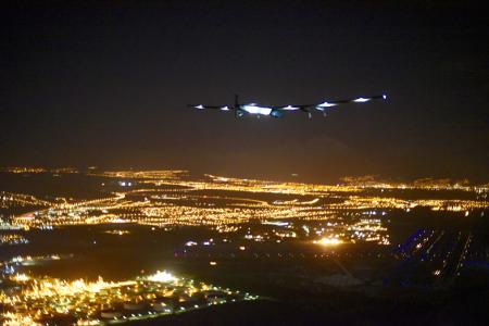 Quelle_Solarimpulse-Revillard-Rezo_ch_450x300_150703_RTW8_Nagoya-Hawaii_Landing5599