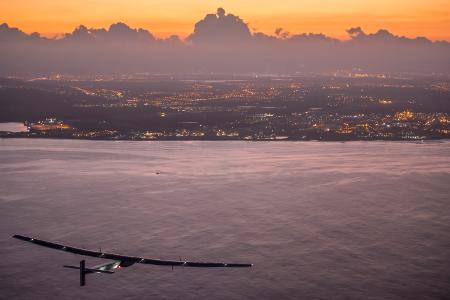 Quelle_Solarimpulse-Revillard-Rezo_ch_450x300_150703_RTW8_Nagoya-Hawaii_landing05798